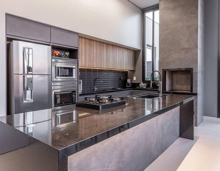 Unir a varanda e a cozinha em um ambiente único é uma das grandes saídas que o estilo gourmet traz aos apartamentos, permitindo um aproveitamento inteligente e refinado do espaço. Quer saber outras dicas? Veja mais no Blog da Lavvi.