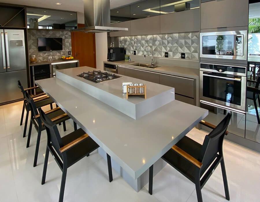O foco na gastronomia é o grande diferencial da cozinha gourmet. Se você gosta de cozinhar e sonha com um espaço especial para fazer os seus pratos, esse estilo é o que você precisa ter no seu apartamento. Veja no Blog da Lavvi como ter o seu ambiente perfeito.
