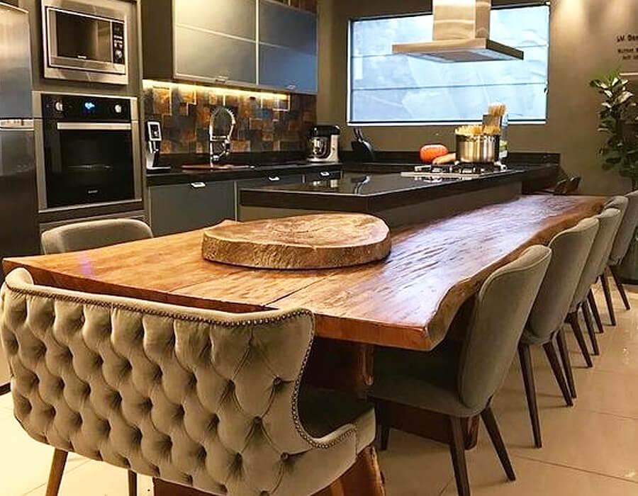 Para uma cozinha gourmet, é preciso pensar em praticidade, conforto e acessibilidade. Assim, você irá criar o ambiente ideal para o seu dia a dia.