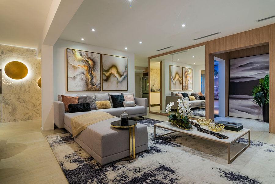 Sala do apartamento decorado de 173m² do One Park Perdizes, um empreendimento da Lavvi Incorporadora.