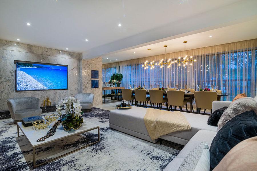 Entrada do apartamento decorado de 173m² do One Park Perdizes, um empreendimento da Lavvi Incorporadora.