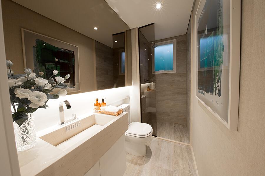 Banheiro da suíte do apartamento decorado de 68m² do Praça da Cidade - Mooca, um empreendimento da Lavvi Incorporadora.