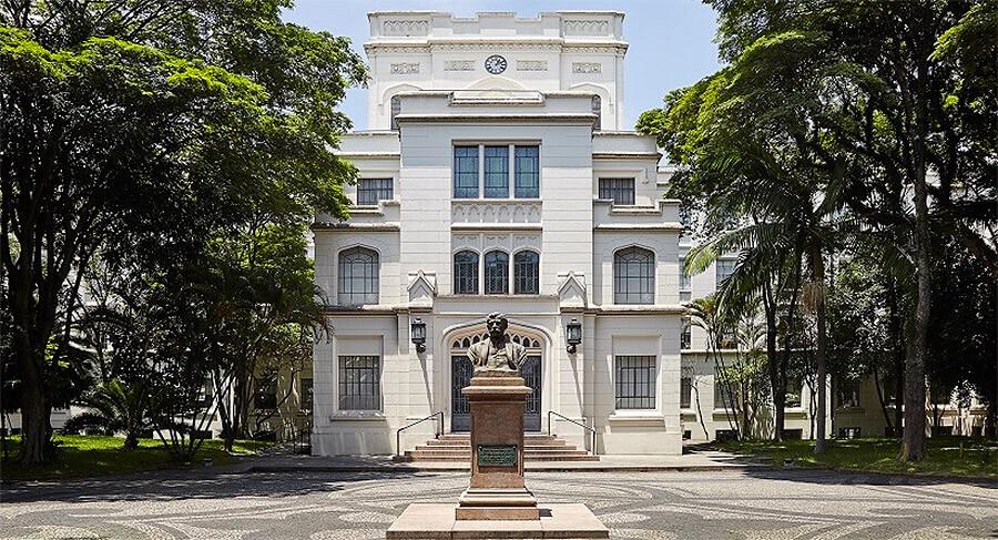 Entre as universidades próximas ao bairro Perdizes está a Faculdade de Medicina da Universidade de São Paulo.