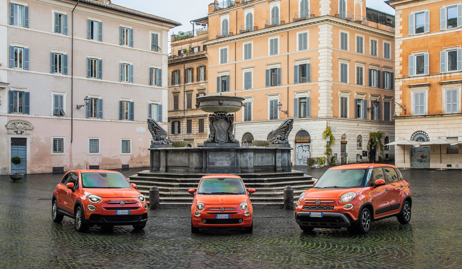 The new 500 family in Italian town square
