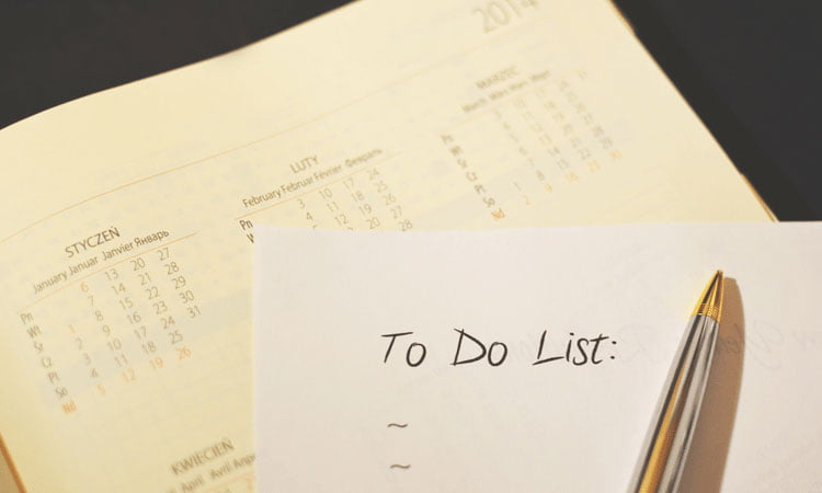 stay productive in the office - organise your to do list in the morning
