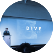 Dive presentation in blue