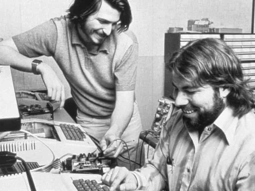 Old photo of Steve Jobs and Steve Wozniak