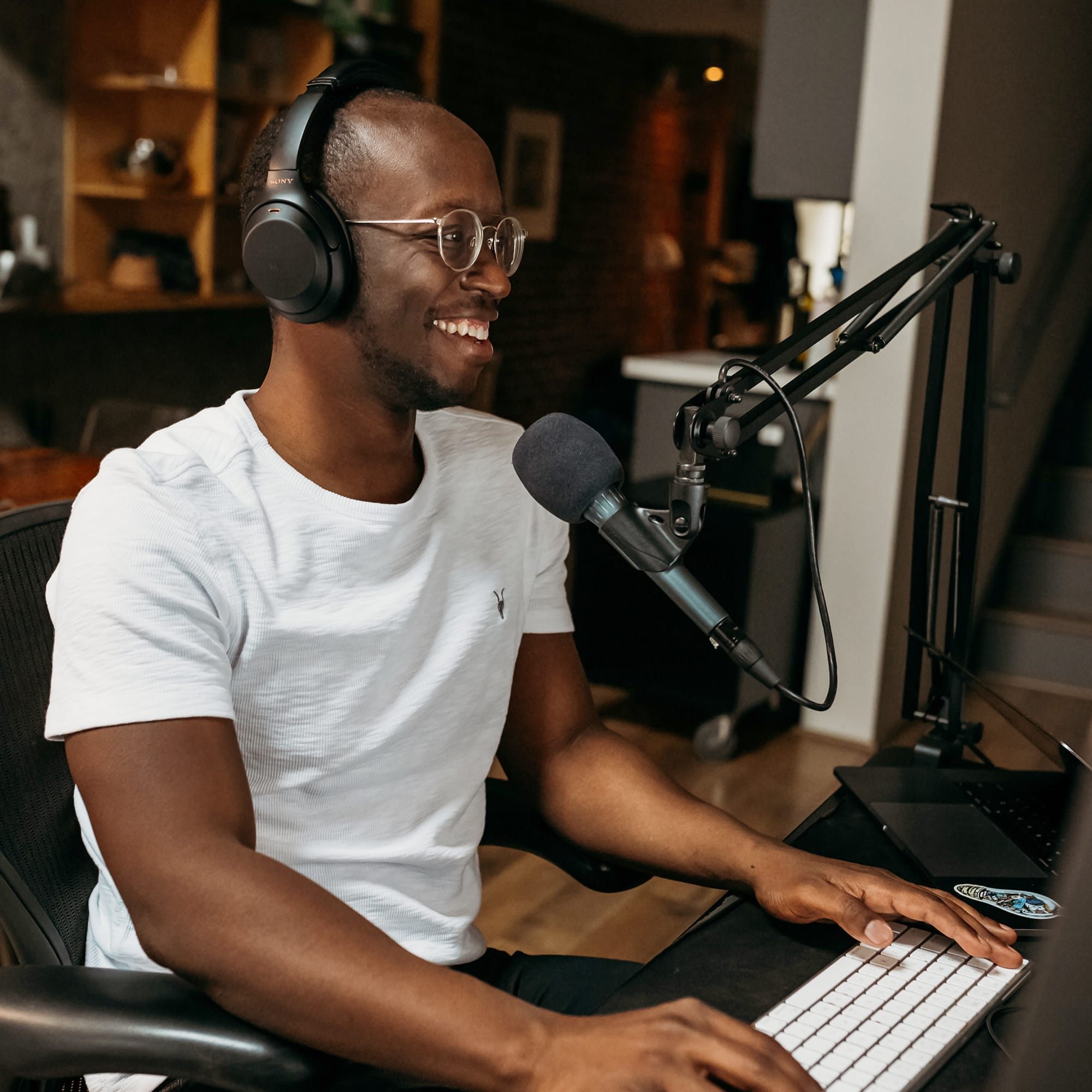 Man podcasting