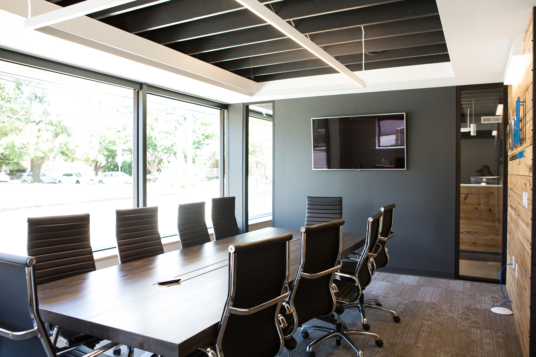 archall cozy conference room design.