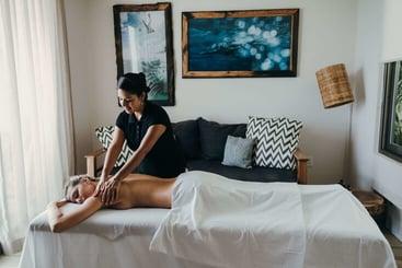 El SPA móvil en Cancún cerca de ti. Agenda tu masaje a domicilio en Zona Hotelera, Cumbres, Puerto Cancún, y otras colonias.