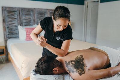 Giselle ha sido docente en cosmetología integral, su carrera está enfocada completamente al bienestar de las personas y se especializa en masajes descontracturantes. Giselle ha sido supervisora de SPA y ha trabajado en los mejores hoteles de lujo de la Riviera Maya.
