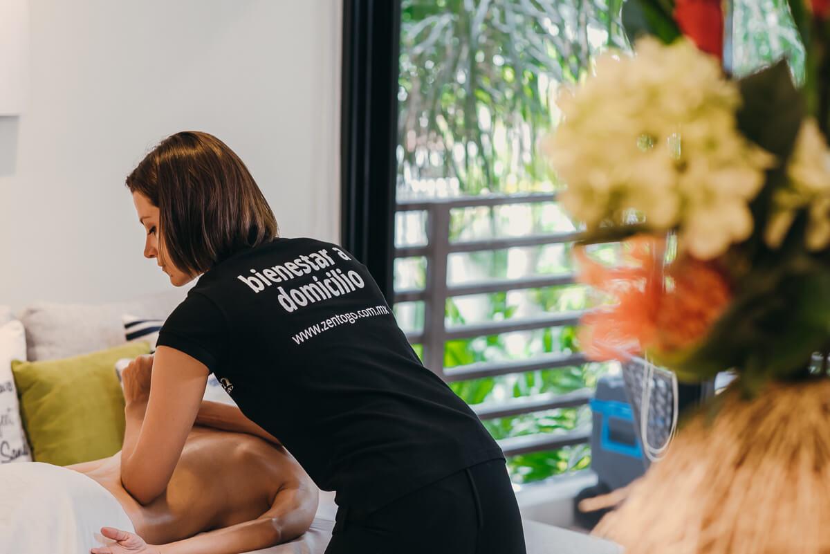 El masaje a domicilio de tejido profundo te ayuda a aliviar el dolor muscular y relajar contracturas. Agenda el tuyo en CDMX, Playa del Carmen y Cancún.