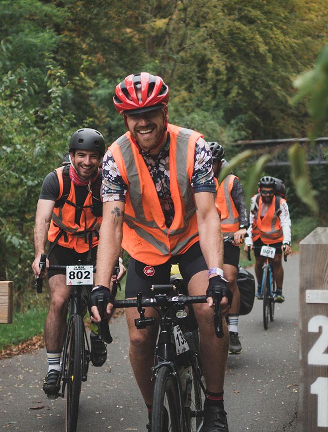 Morvan - vélo - participant qui passe barrière