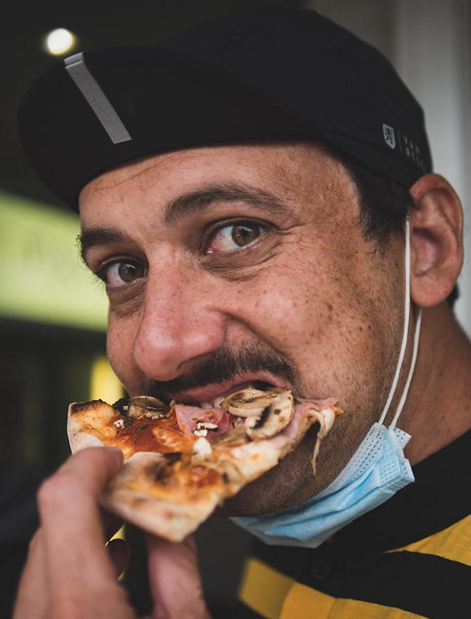morvan - vélo - cycliste qui mange - pizza