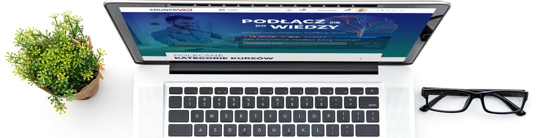 Laptop ze stroną EduneoVOD
