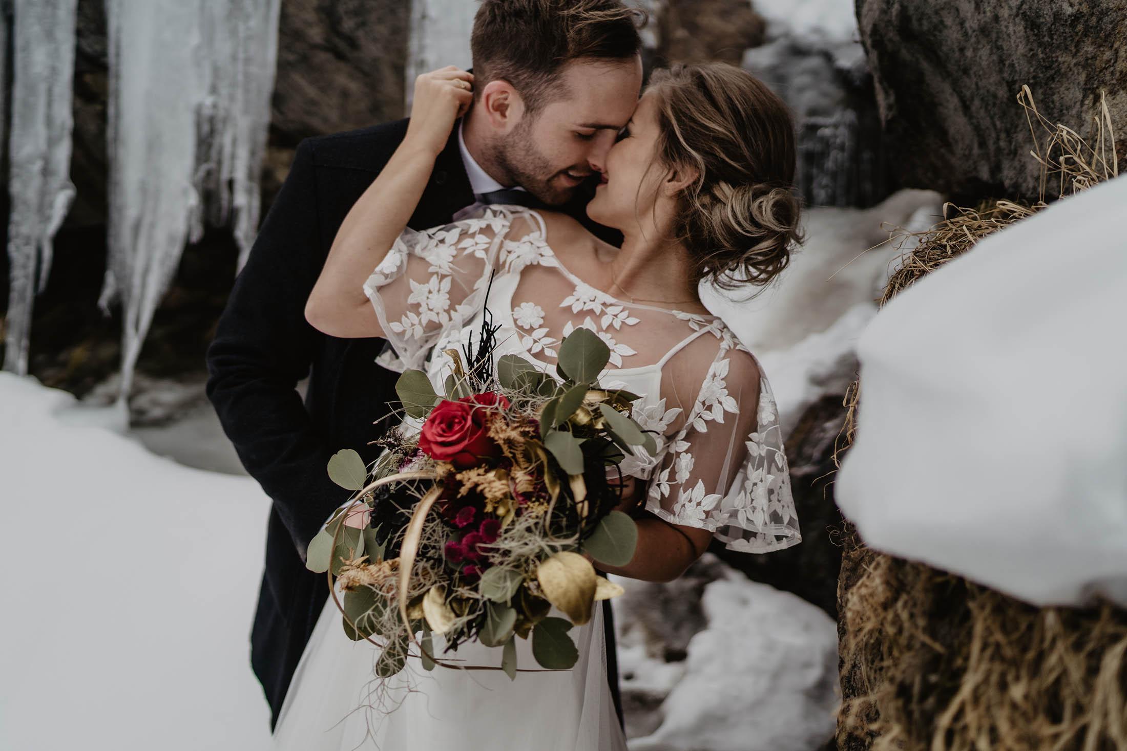 Cold but Gold: Romanze am gefrorenen Wasserfall