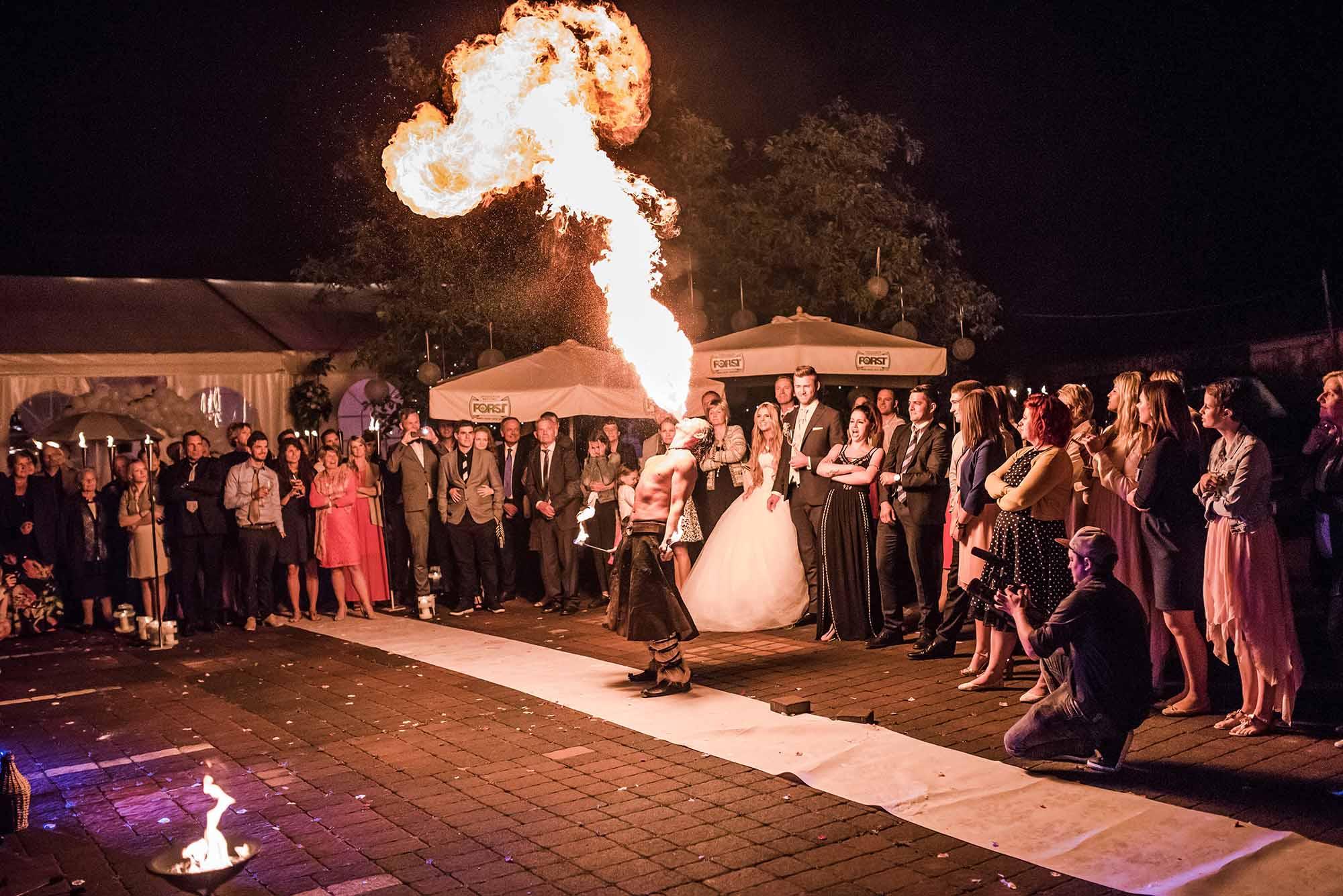 Tom Veith | Feuerkünstler & Zauberer für eure Hochzeit