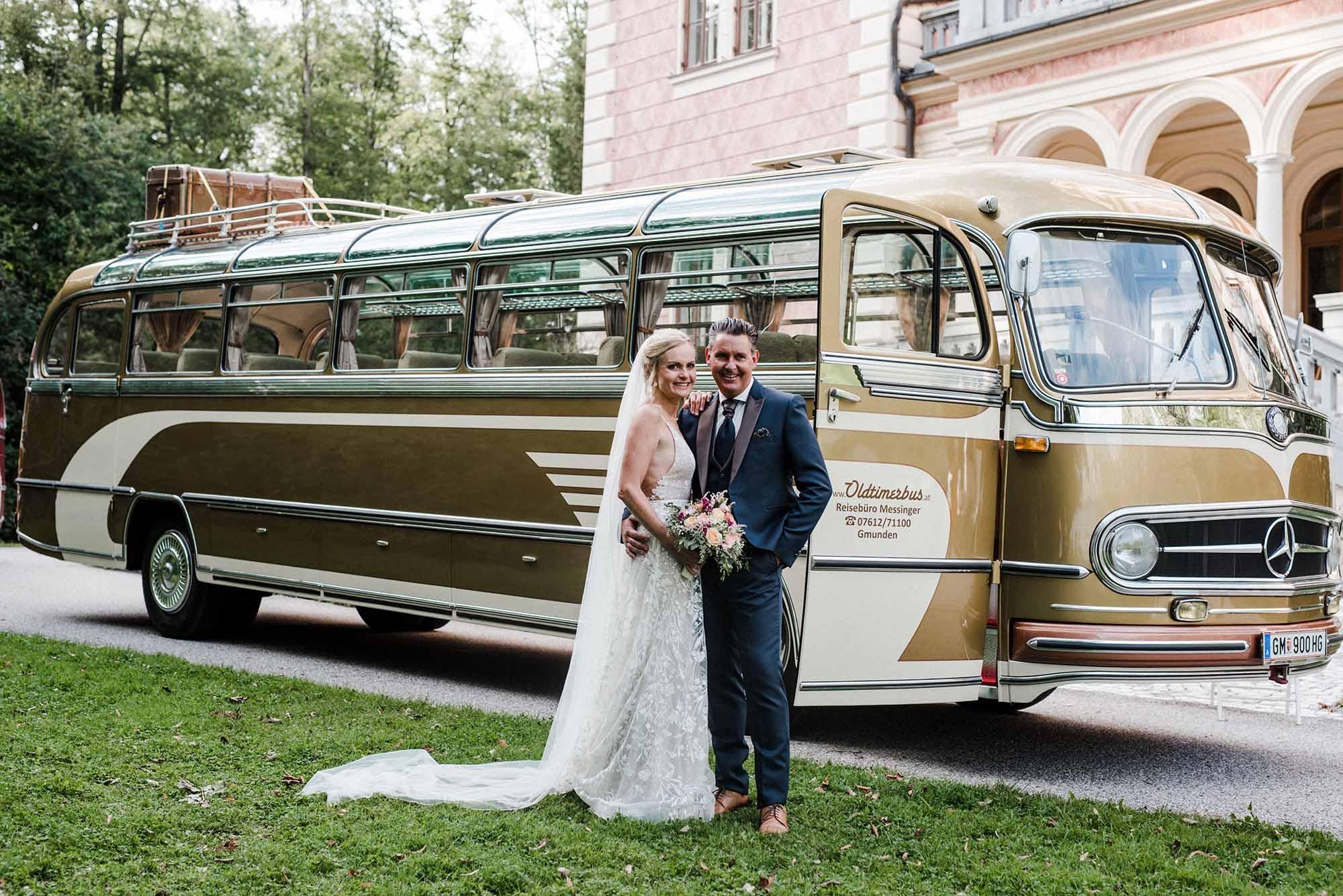 Reisebüro Messinger –Oldtimerbus für eure Hochzeit