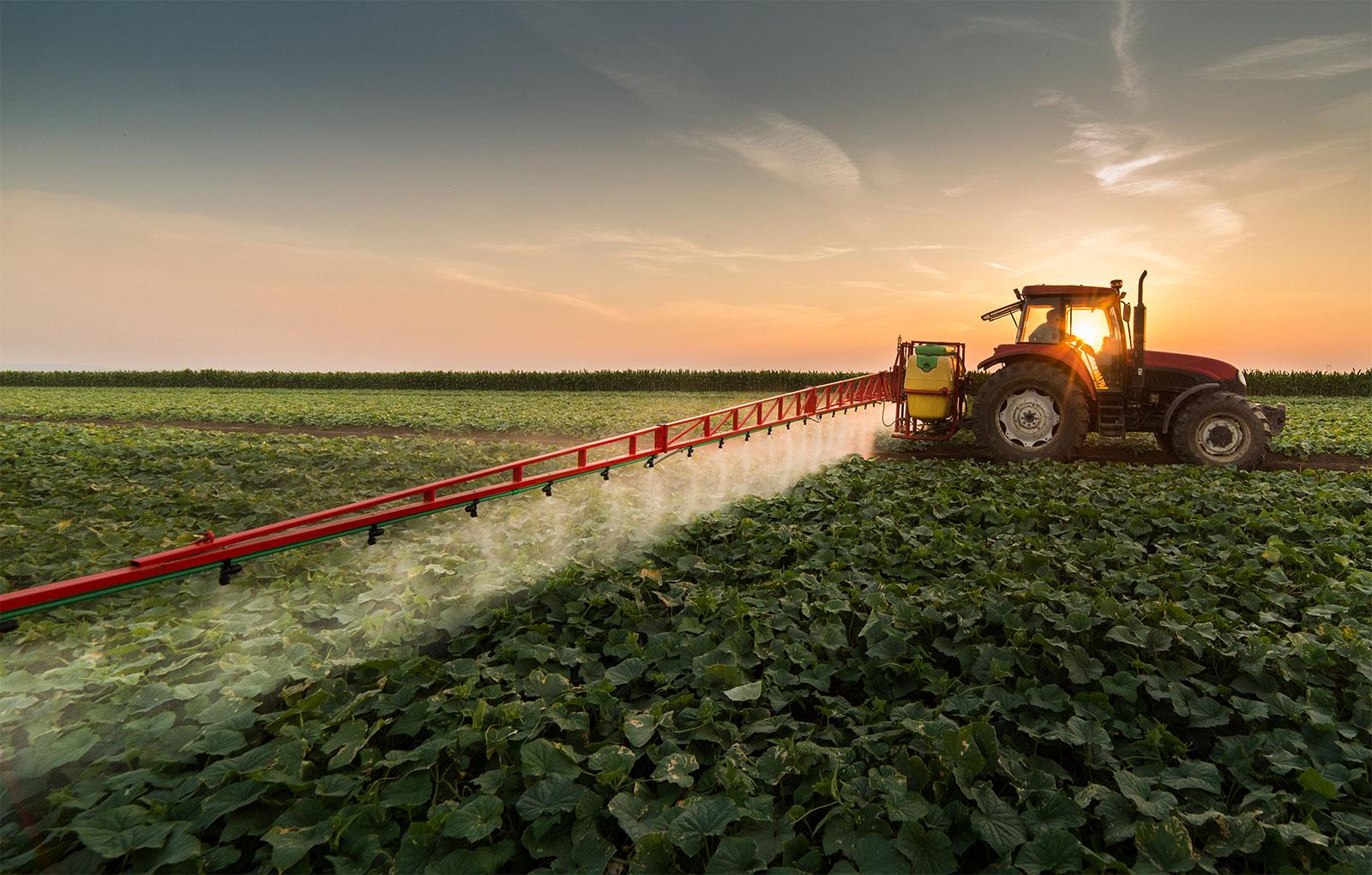 Yabancı otlarla mücadelede önemli bir işleve sahip olan herbisitler, kullanım açısından maliyeti düşük ve işgücü ihtiyacı azdır.