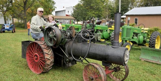 İlk üretilen traktörlerden bir örnek