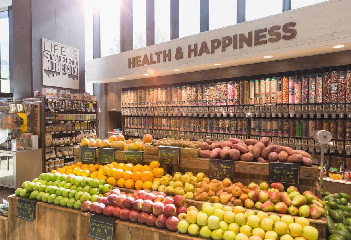Meyve ve sebzeler sağlıklı beslenme için ihtiyaç duyduğumuz birçok vitamin, mineral ve lif sağlar.
