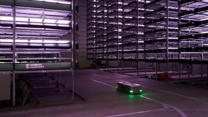 Teknolojik gelişmeler, dikey tarım çiftliklerinde sürdürülebilir enerji ve robot kullanımlarının daha aktif olarak kullanılmasını sağlamaktadır.