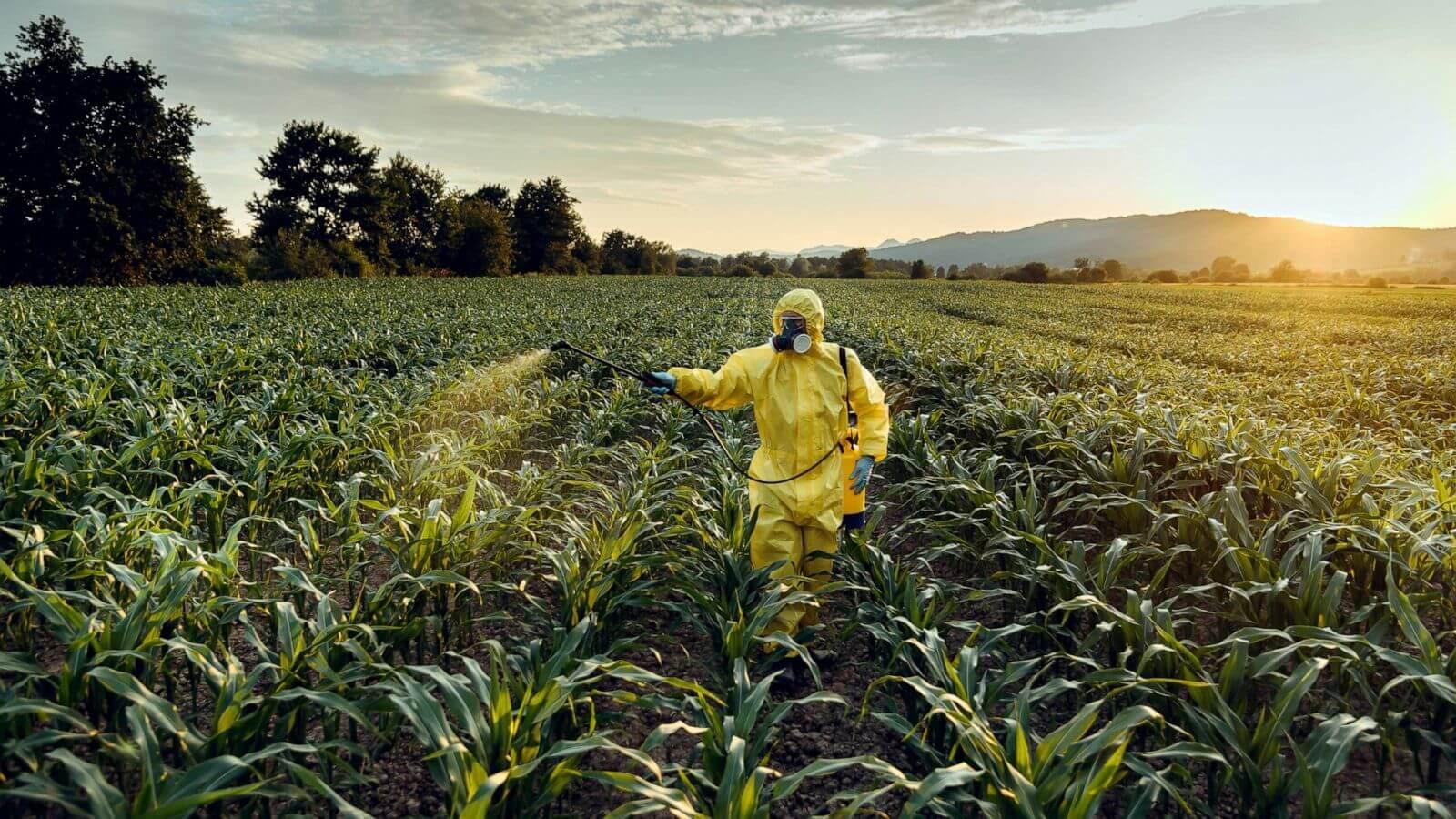 Tarımda akarlara karşı kullanılan bir pestisit olan akarisitler, genellikle kırmızı örümcekler ve kene ile mücadelede kullanılmaktadır.
