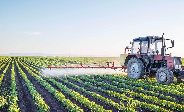 Böcek ve haşerelere karşı olan etkili mücadelesinin yanında, çevre açısından sağladıkları olumsuz etkiler nedeniyle insektisitlerin günümüz tarımında kullanımı hâlâ tartışma konusudur.