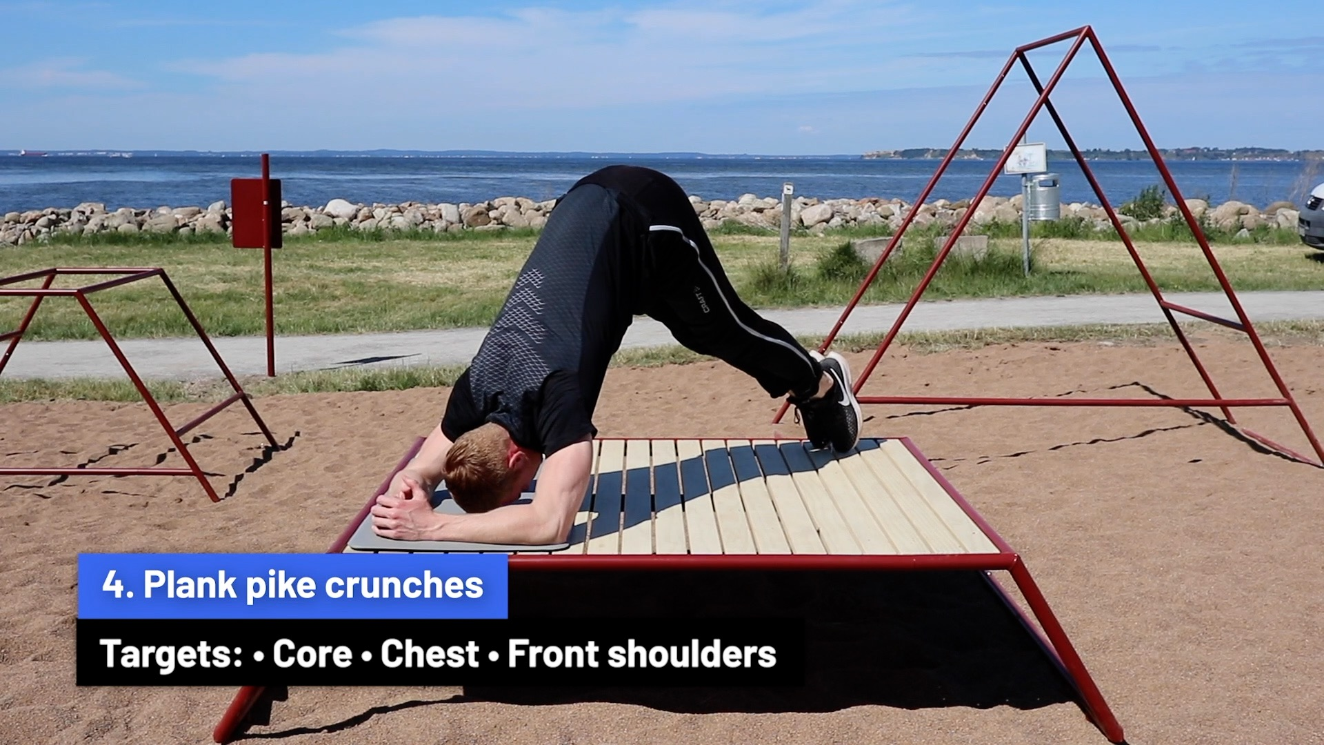 Plank pike crunches