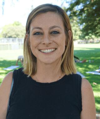 Dr. Sarah Clampett headshot