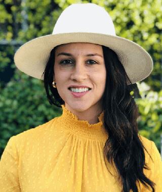 Nona Farahnik Yadegar headshot