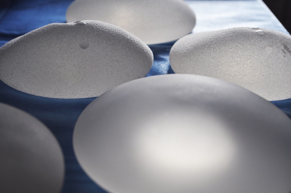 3 Reasons to Get Your Breast Implants Under the Muscle