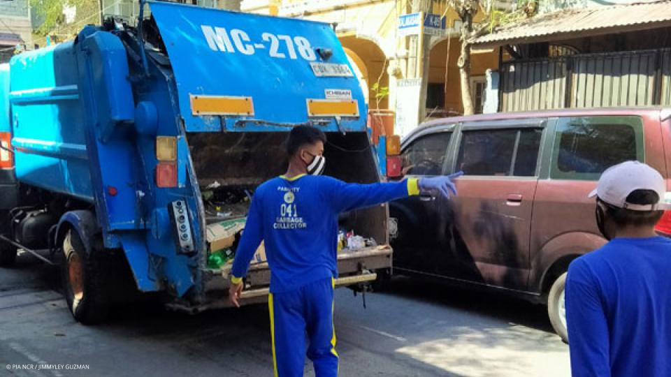 NGOs urge LGUs to give garbage collectors hazard pay amid COVID-19