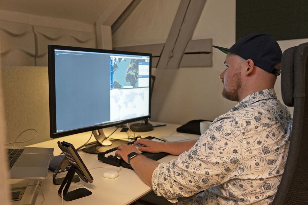 Morten working at his desk at Maritime Optima.