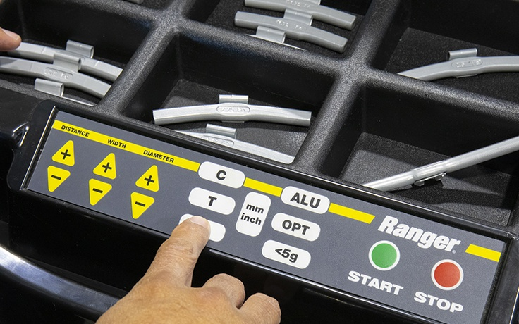 User-friendly operation on LS43B wheel balancer
