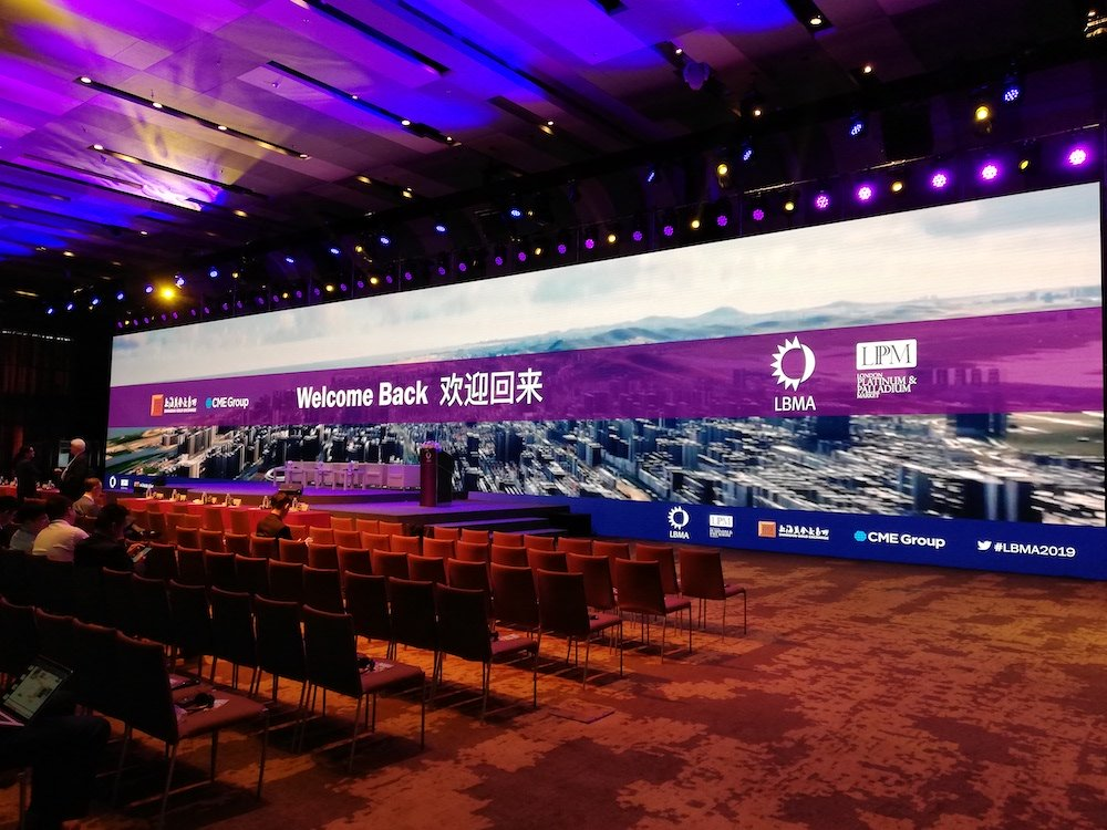 Photo of the big screen in the main presentation room in Grand Hyatt Shenzhen