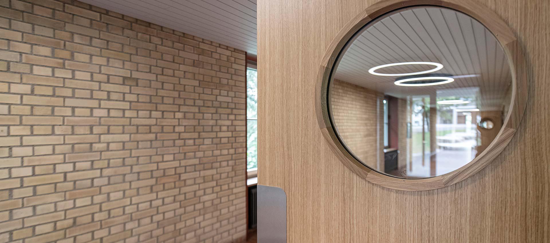 Neue Türen fürs Schulhaus Halden