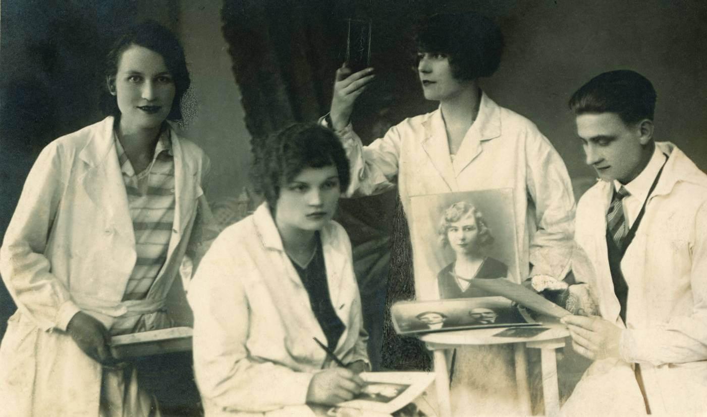 """""""Eros i Tanatos. Bydgoskie pionierki fotografii zawodowej 1888-1945"""""""
