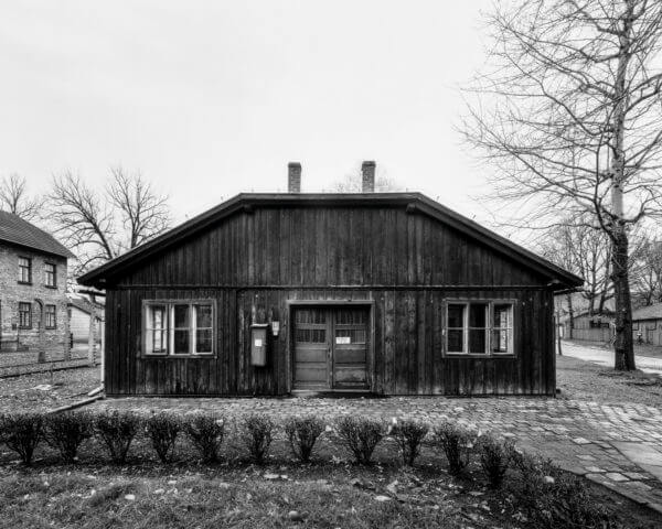 """Tomasz Lewandowski  """"Auschwitz – ultima ratio ery modernizmu�"""