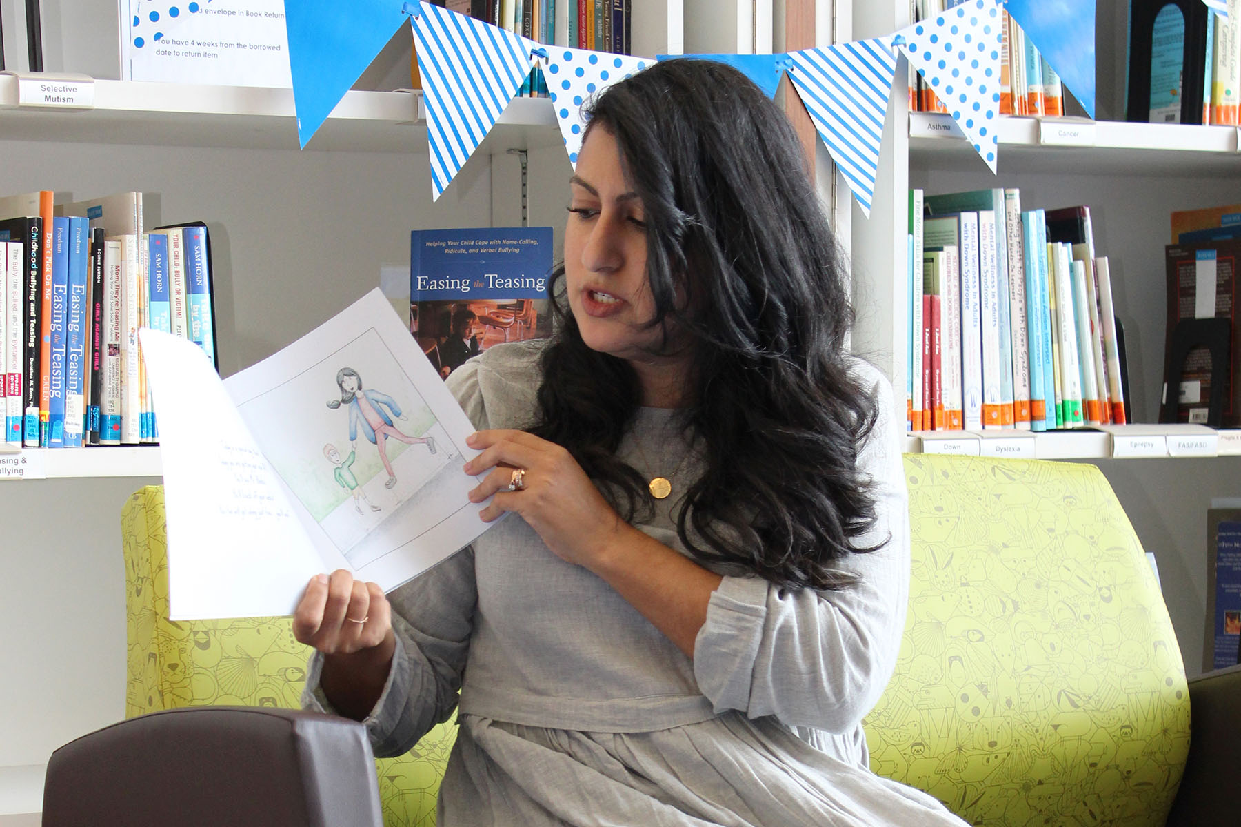 Author Stephanie Blunt reads the book to children