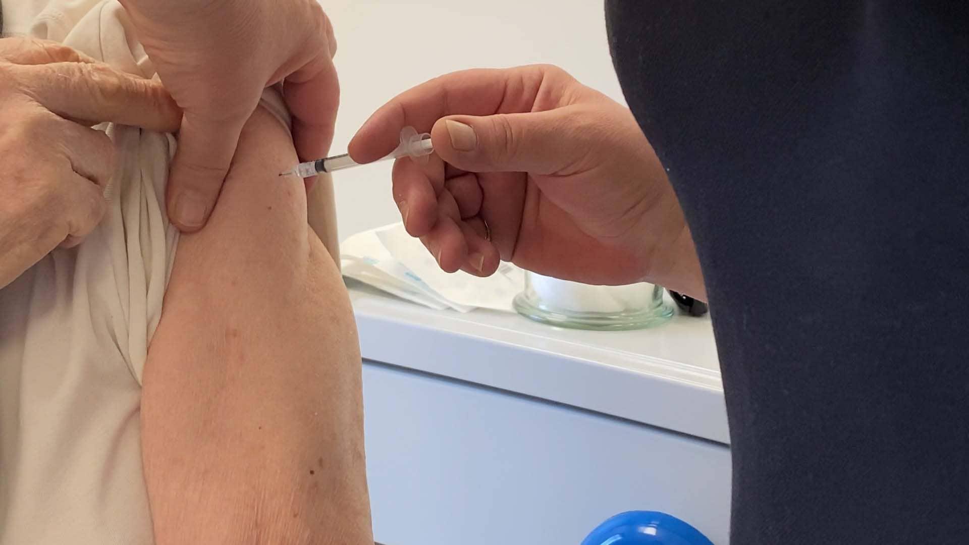 Puissance Télévision - Covid-19 - Photo d'une injection de vaccin contre la Covid-19 - PTV - Saint-Dizier en Haute-Marne