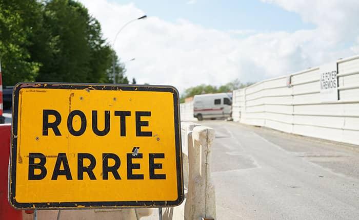 Panneau de travaux : Route Barrée