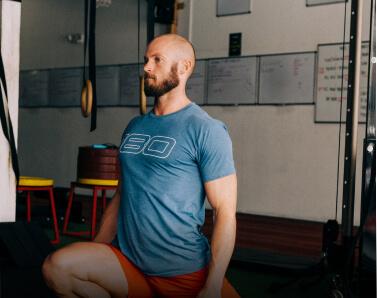 Coach Keegan Smith doing an ATG split squat exercise