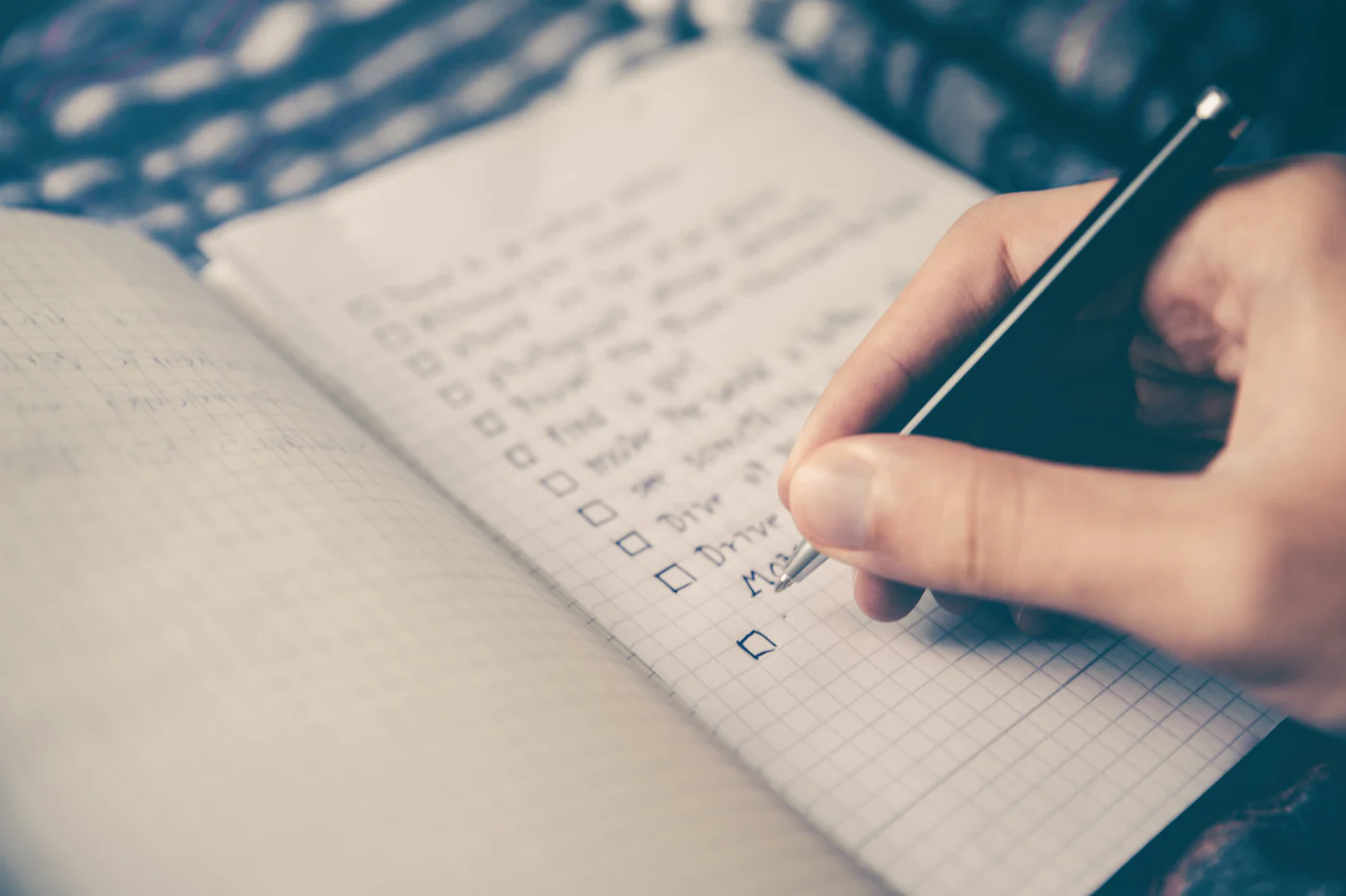 Writing a checklist of things to take note to incorporate a company in singapore