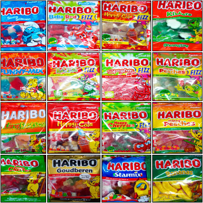 """Comme vous semblez adorer les bonbons Haribo, nous mettons le(s) paquet(s) :) Retrouver dans ce pack promo (ou préférez-vous le terme """"box ?) 16 sachets différents de la fameuse confiserie. Largement plus d'un kilo de gourmandise acidulée à un prix qui, lui, est tout doux. Idéal pour les anniversaires ou la découverte des papilles."""