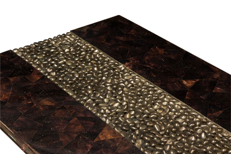 Maluku coffee table in wood and river stone