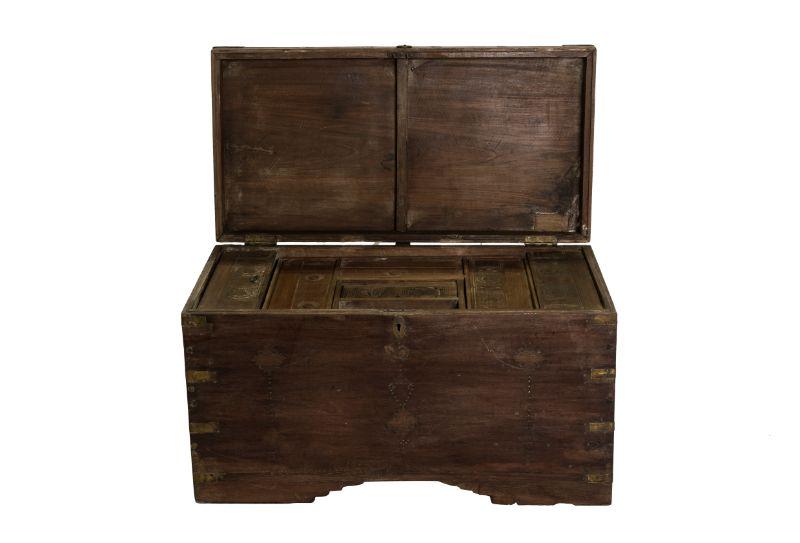 Caja de almacenamiento antigua en madera