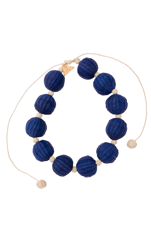Collar corto combinado bolas de iraca-azul rey