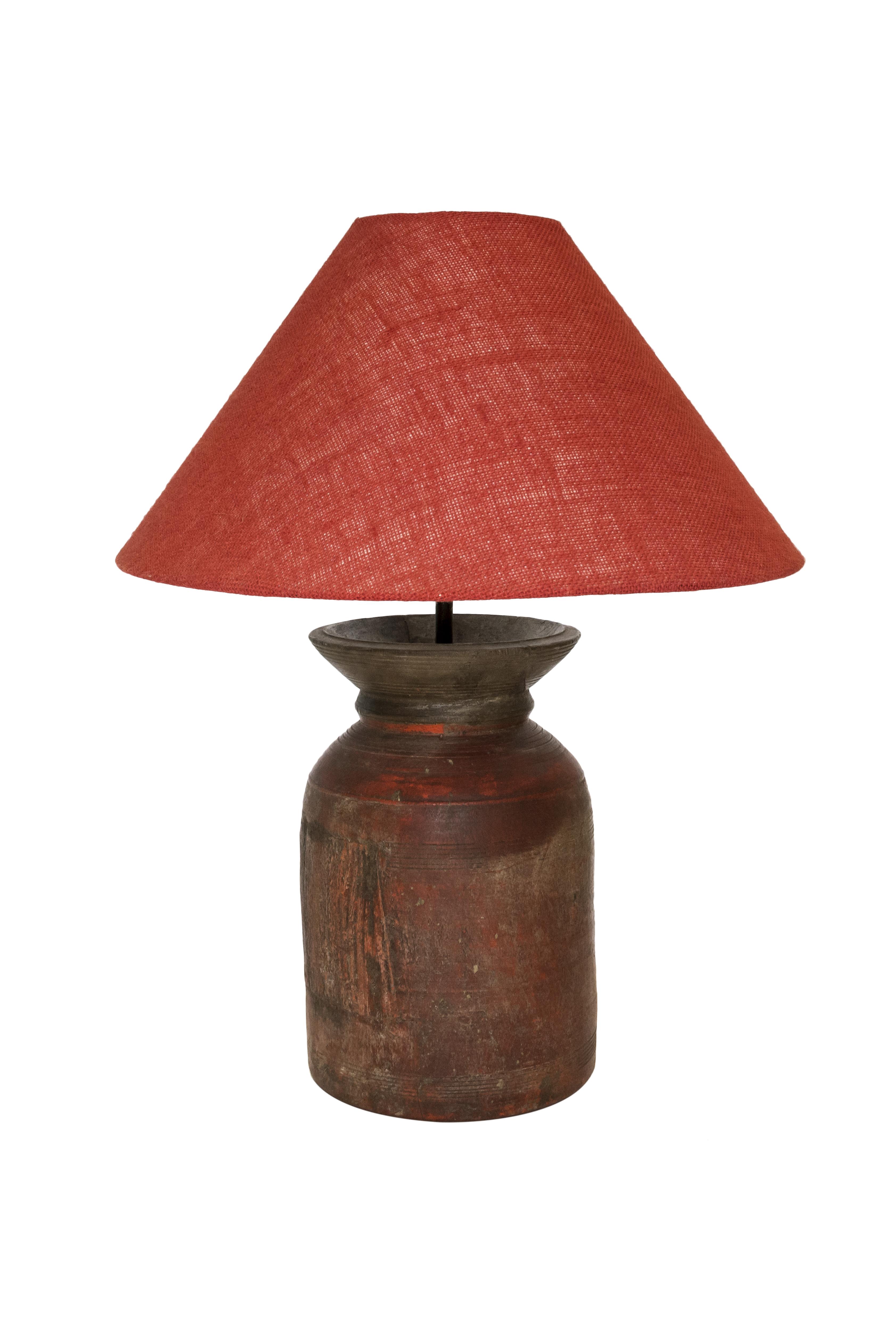 Lámpara de mesa tinaja en madera, roja