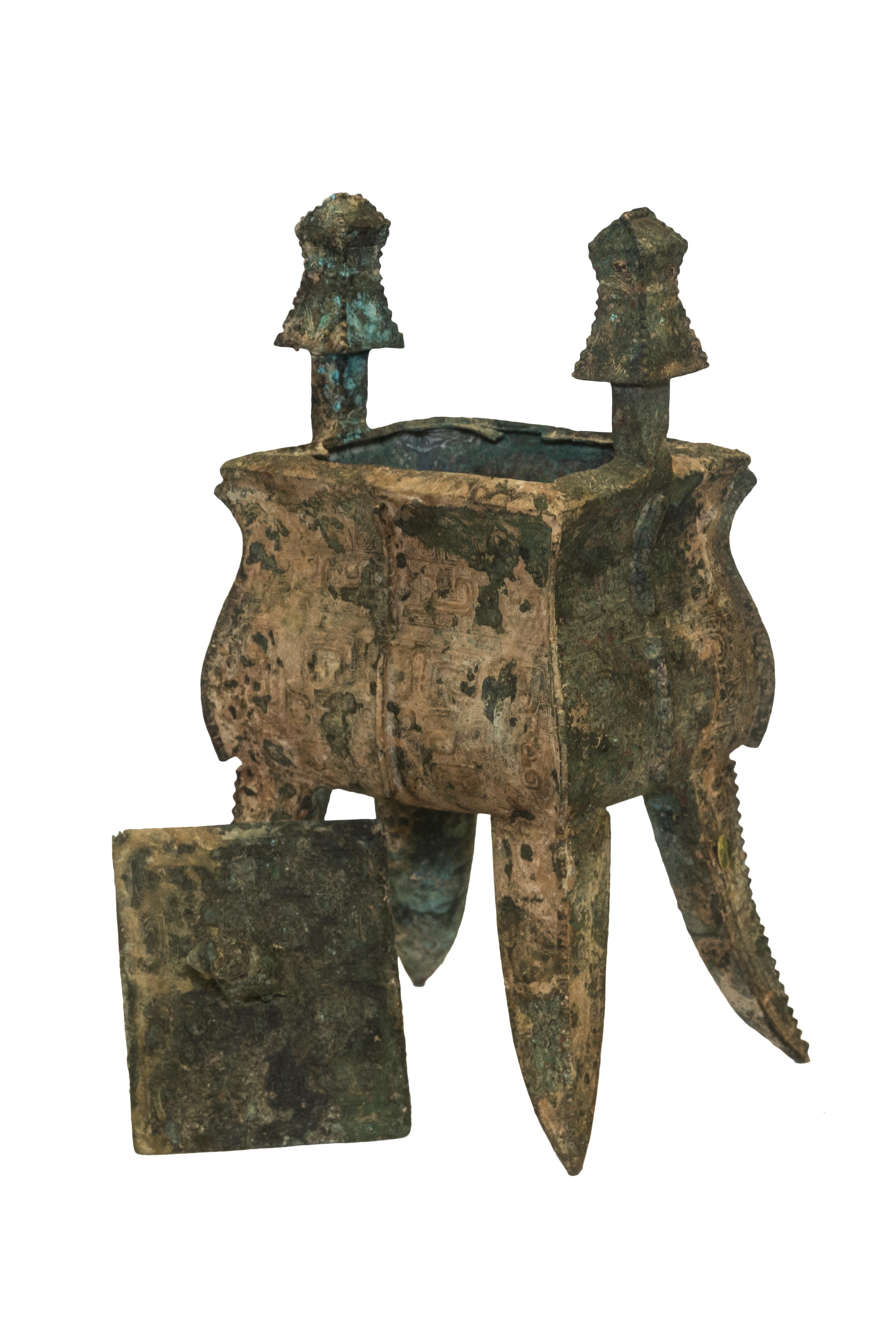 Cofre vintage en bronce